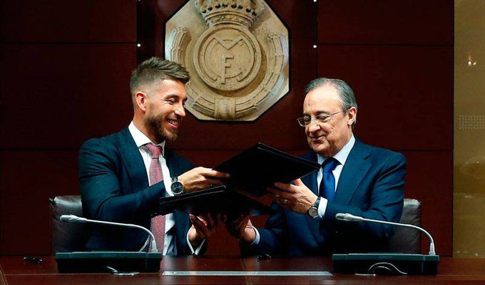 Florentino Perez & Sergio Ramos (Signing Contract) (Ramos's New Real Contract) (2015.08.17).jpg