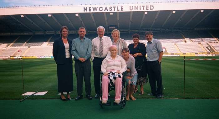 Bobby Robson & Newcastle Fan With Cancer.jpg