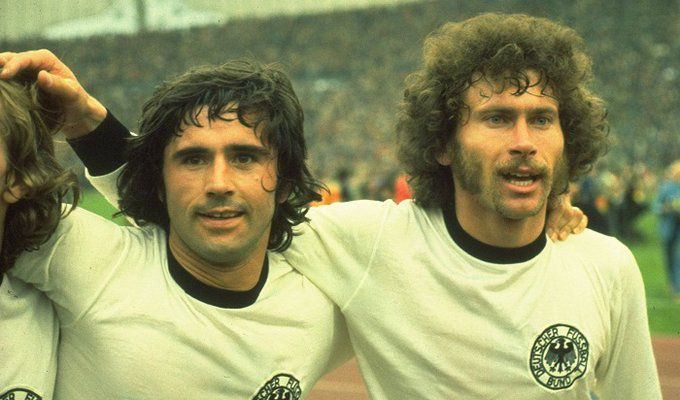 Gerd Muller - Paul Breitner (1974 FIFA World Cup Final).jpg